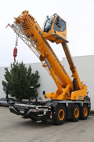 Hire Mobile Cranes Melbourne: Crawler, Franna, Slew, Bubble